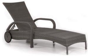 hochwertige und bequeme gartenliege mit laufrollen im robustem poly rattangeflecht graphit oder. Black Bedroom Furniture Sets. Home Design Ideas