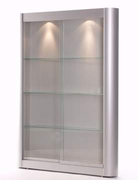 beleuchteter wandschrank in glas und halbrundem aluminiumprofil mit zwei glas schiebet ren. Black Bedroom Furniture Sets. Home Design Ideas