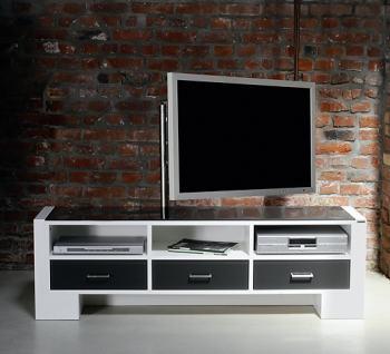 sehr sch ner fernsehschrank mit verdeckter kabelf hrung und stauraum f r mehrfachsteckdosen. Black Bedroom Furniture Sets. Home Design Ideas